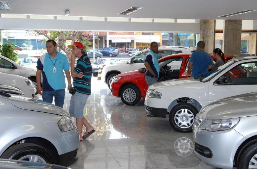 Antes de comprar o carro, é preciso analisar os gastos fixos / Renato Araújo/ABr
