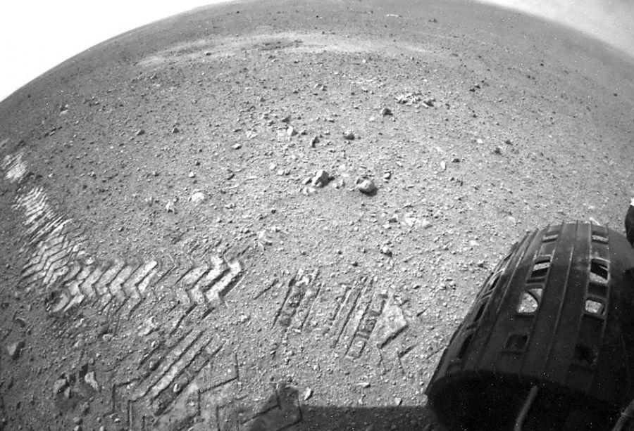 Robô Curiosity durante exploração do solo de Marte / Nasa/AFP