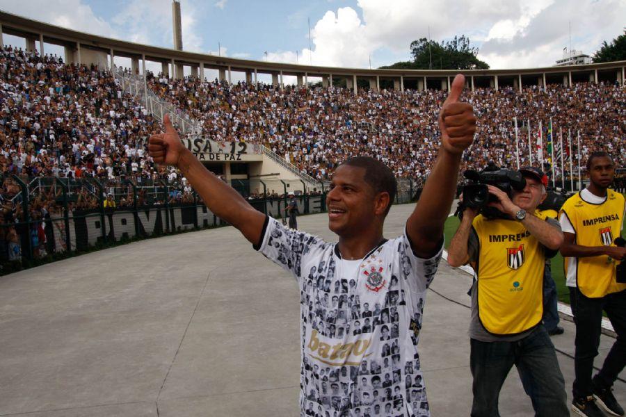 Marcelinho Carioca assumirá vaga por seis meses