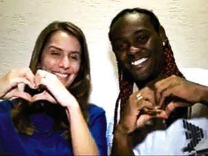 Patricia Amorim ao lado de Love no horário eleitoral / Reprodução/TV