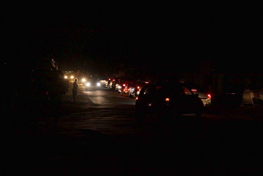 Registro do apagão no Rio de Janeiro; na cidade, houve blecaute nos bairros de Jacarepaguá, Campo Grande, entre outros / J. Eloy/Folhapress