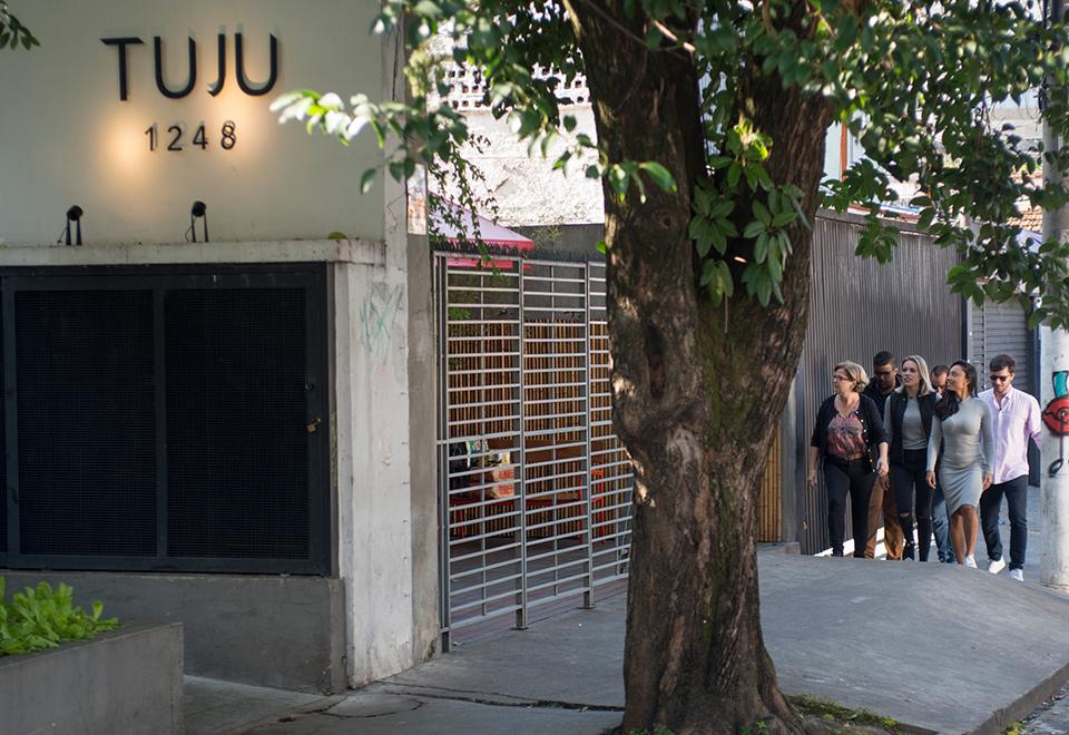 Cozinheiros do MasterChef ocupam restaurante Tuju