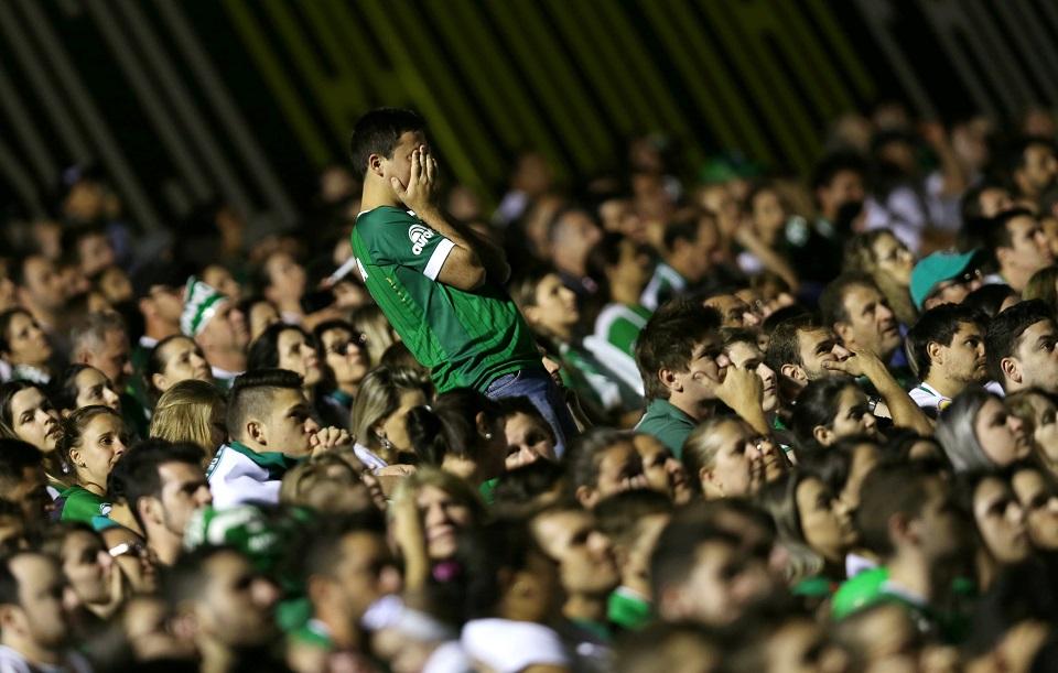 Emoção marca homenagem a jogadores na Arena Condá