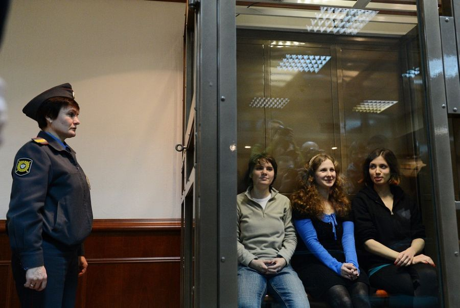 Maria Alyokhina, Yekaterina Samutsevich e Nadezhda no Tribunal em Moscou / NATALIA KOLESNIKOVA / AFP