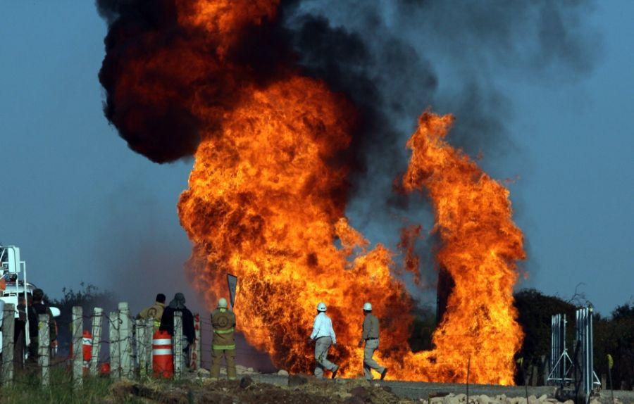 Resultado de imagem para explosão do gasoduto no México