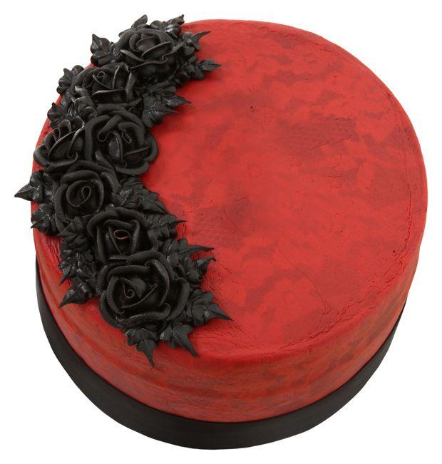Bolo em vermelho, com rosas pretas