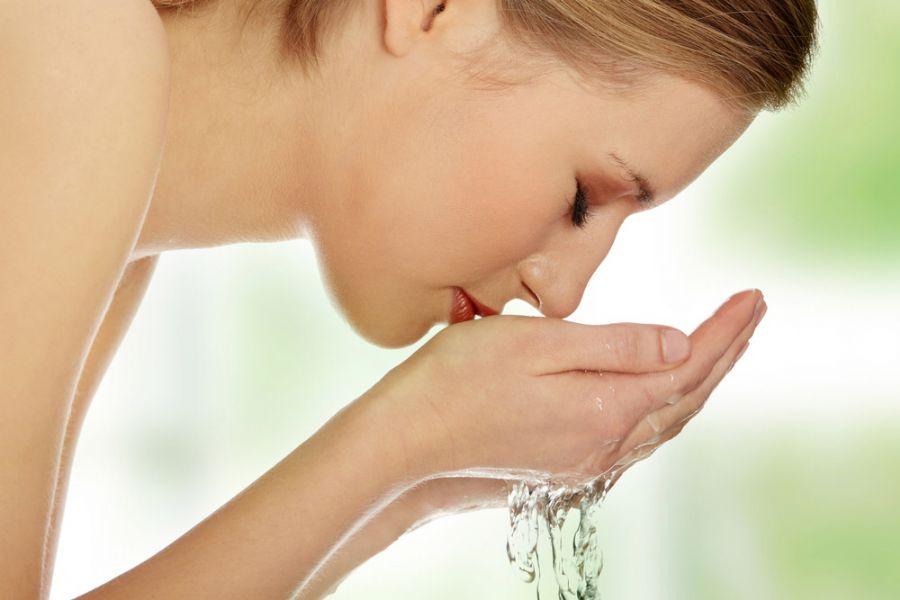 Rosto deve ser lavado no máximo duas vezes por dia / Shutterstock