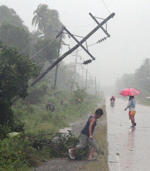 O tufão Bopha foi o mais forte a atingir o país neste ano