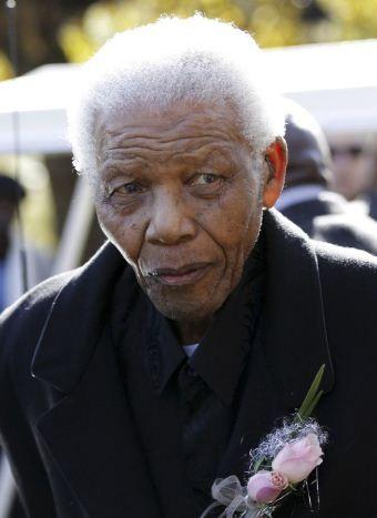 Durante a Copa, Mandela teve uma má notícia; na imagem, ele vai ao velório da bisneta