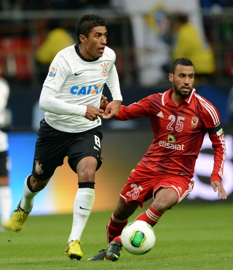 Paulinho em ação contra o Al-Ahly, no Mundial de Clubes: Inter deixa negócio para o meio do ano / Toshifumi Kitamura / AFP