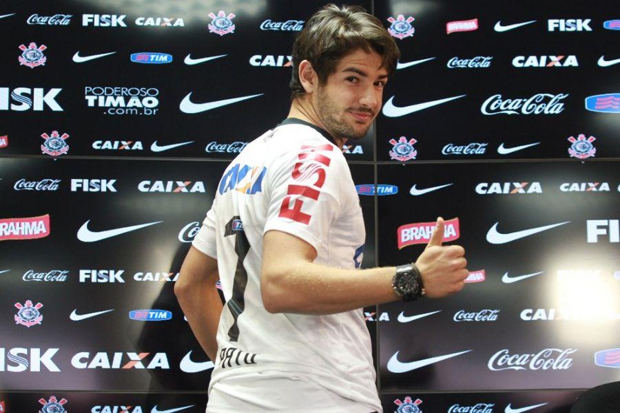 Pato exalta força do Timão em sua apresentação / Robson Ventura/Folhapress