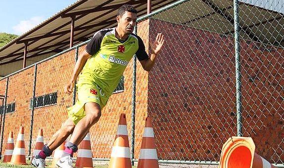 Eder Luis durante treino do Vasco: preparado para a estreia no Estadual