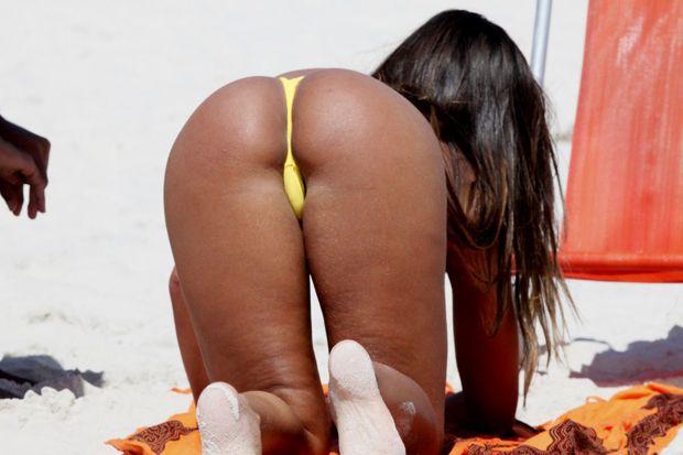 Quase pelada na praia de tambaba 2