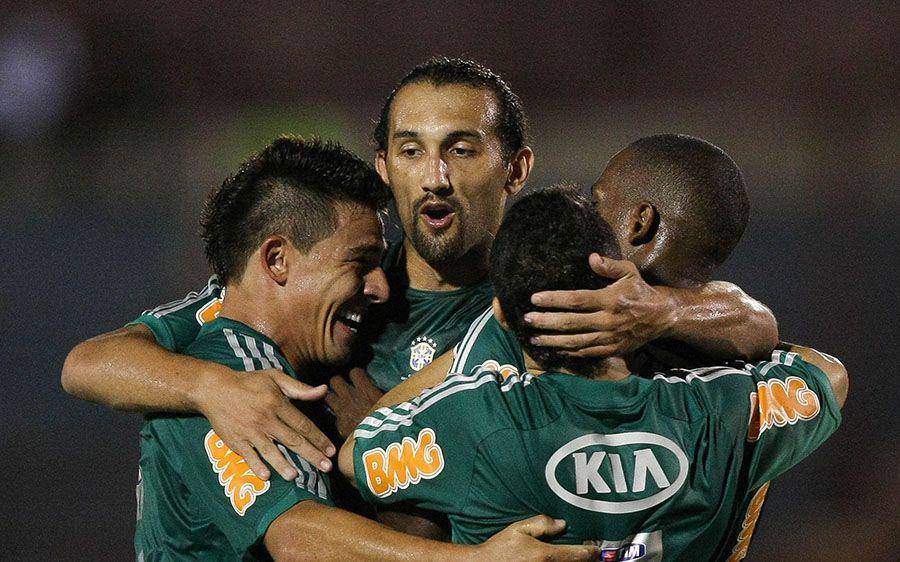 Barcos comemora gol na vitória sobre o Oeste / Cesar Greco / Fotoarena /Folhapress
