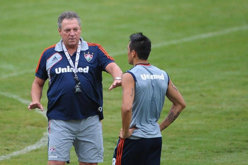 Abel Braga conversa com Monzón no treino do Fluminense nesta terça-feira / Bruno Turano/Photocamera
