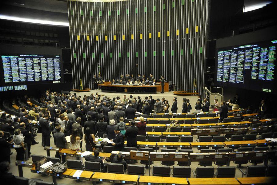 No país, cada um 594 parlamentar custa US$ 7,4 milhões por ano aos cofres públicos / José Cruz/Agência Brasil/Arquivo