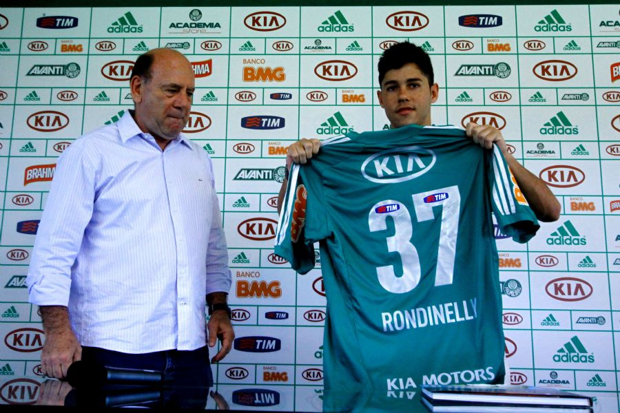 Rondinelly foi apresentado pelo diretor executivo Brunoro / Luis Moura/Folhapress