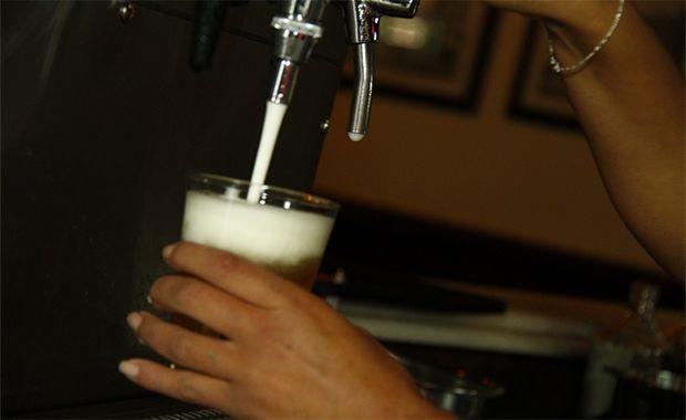 Movimento de bares e restaurantes cai 30%