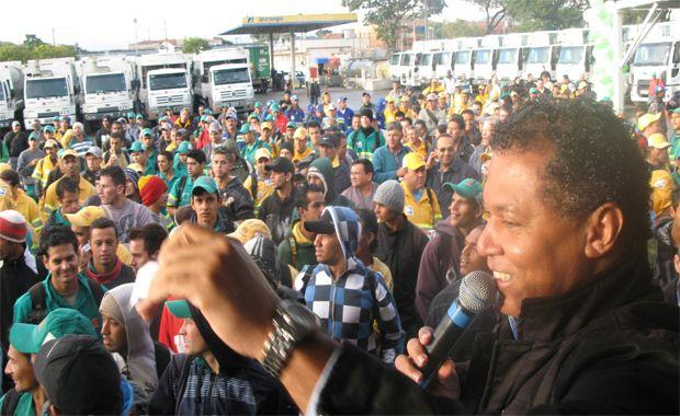Garis de Curitiba anunciam possível greve
