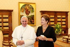 Presidente Dilma Rousseff reforçou convite ao papa Francisco para visita ao Brasil no Vaticano / Divulgação / Presidência da República
