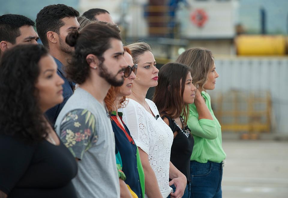 Competidores disputam prova em equipe no Porto de Santos