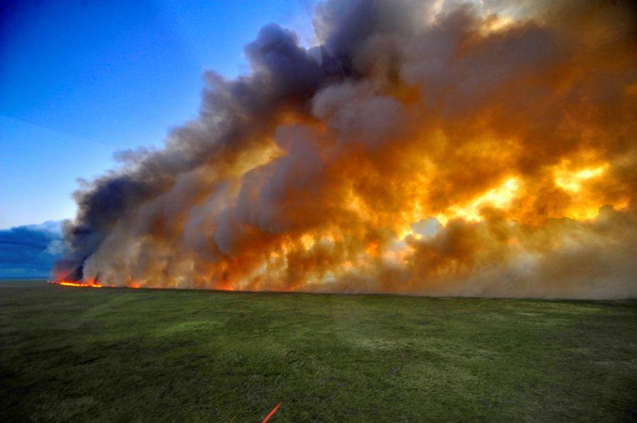 Única maneira de combater as chamas é utilizando aviões
