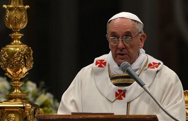 O Papa pediu que a mensagem fosse aplicada não apenas à religião, mas também a qualquer dificuldade da vida, principalmente em épocas de crise / Vincenzo Pinto/AFP