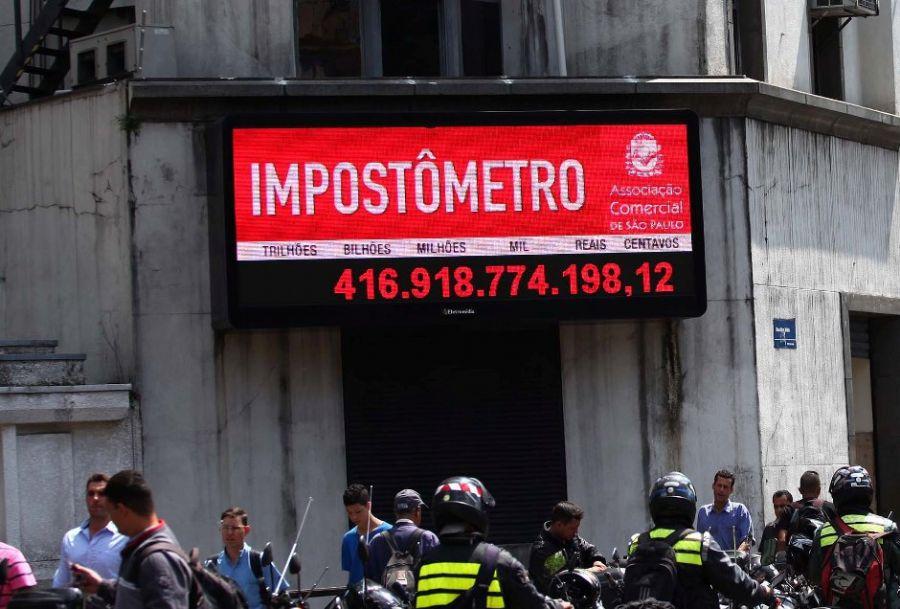 Impostômetro atinge marca de R$ 1,8 trilhão dois dias antes de 2015