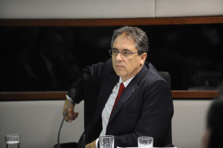 Líder do PT critica idade mínima defendida por relator