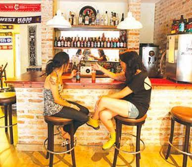 Bar de hostel na região da Vila Madalena / André Porto/Metro