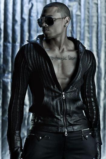Chris Brown diz que está satisfeito com o corpo