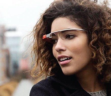 Óculos do Google permite fazer pesquisa sobre qualquer assunto / Divulgação