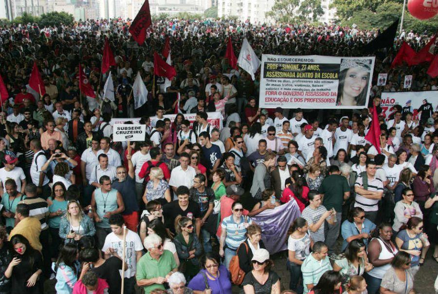 De acordo com a Polícia Militar, cerca de 1.500 pessoas estão no local / ABCDigipress/Folhapress