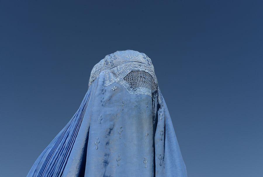 Leis contra os casamentos forçados, estuprod e outros abusos cometidos contra as mulheres não costumam ser aplicadas / Shah Marai / AFP Photo