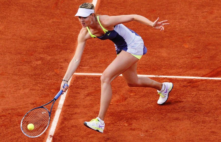 Sharapova venceu fácil na estreia em Roland Garros / Patrick Kovarik/AFP