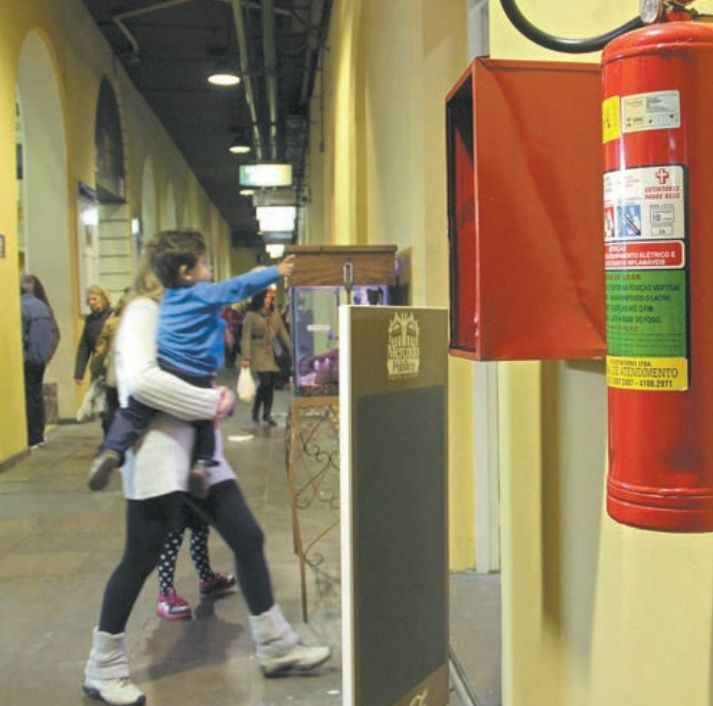 Nova promessa é que extintores sejam vistoriados ainda nesta semana / Gabriela Di Bella/Metro PoA