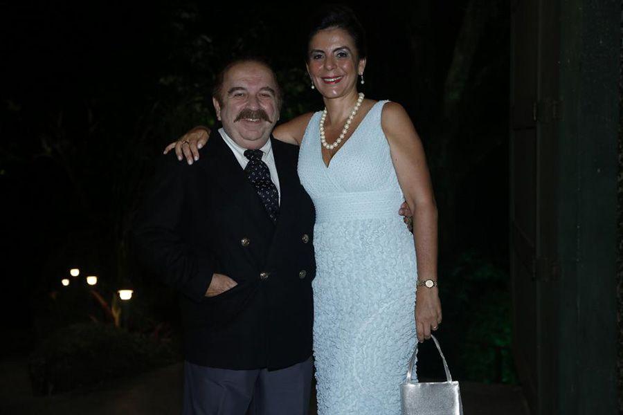 Castrinho e Andréa Guimarães durante casamento da atriz Renata Dominguez / Alex Palarea e Roberto Filho/AgNews