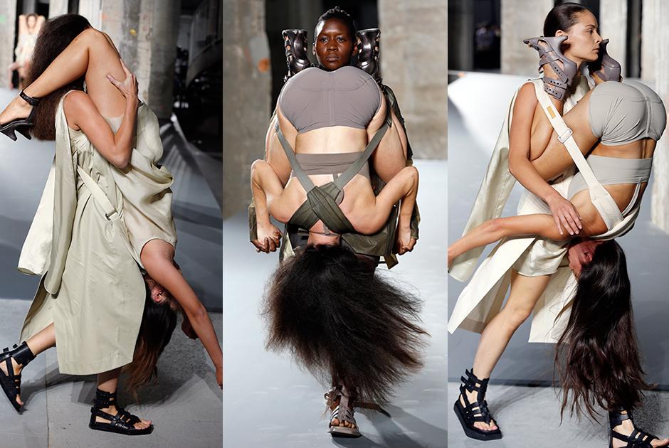 Modelos desfilam  penduradas umas nas outras em Paris
