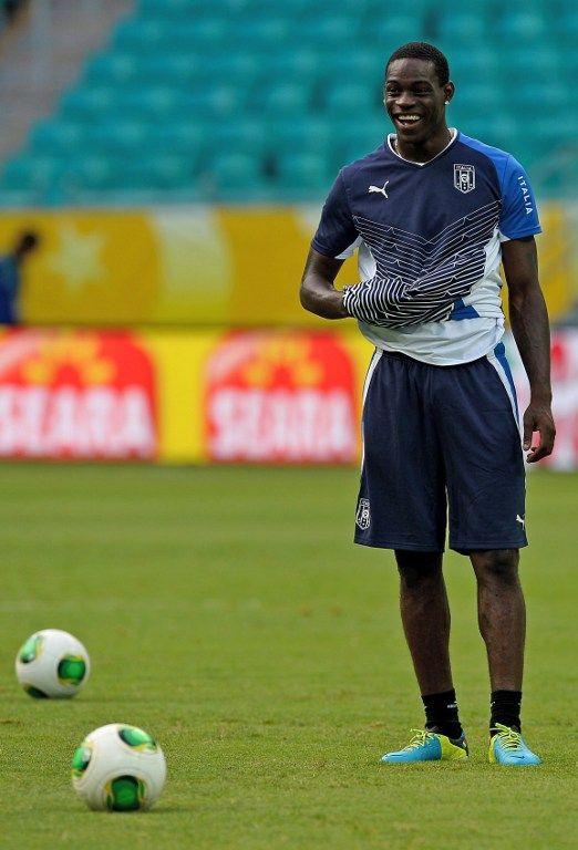 Balotelli jogará como único homem de ataque / Vincenzo Pinto/AFP
