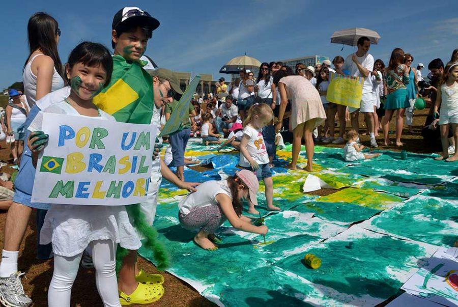 Brasil tem dia de protestos pacíficos - Notícias - Cidades - Band.com.br
