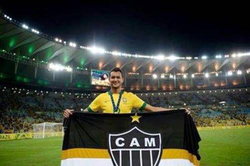 Seleção  Réver levanta bandeira do Galo - Band.com.br bf41bdb6c07