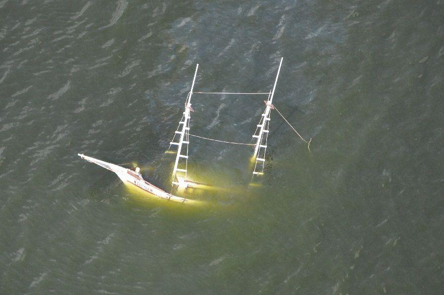 Embarcação foi encontrada na enseada por volta das 11h30