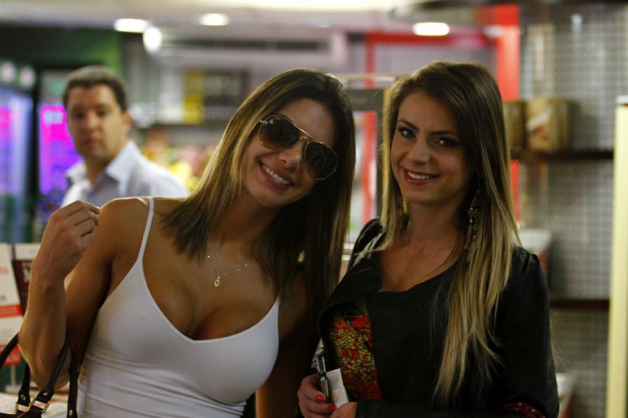 Graciella Carvalho e Marianne Ranieri se encotram em aeroporto    Graciella Carvalho Marianne Ranieri