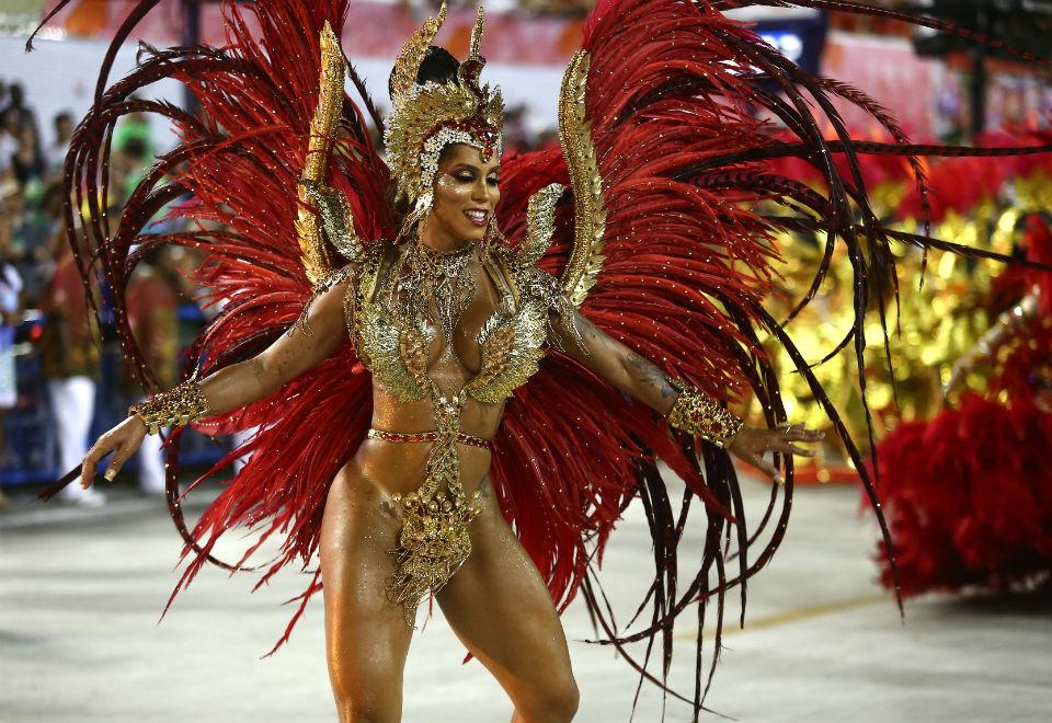 Kamilla Carvalho, musa transexual da Salgueiro, brilha na avenida