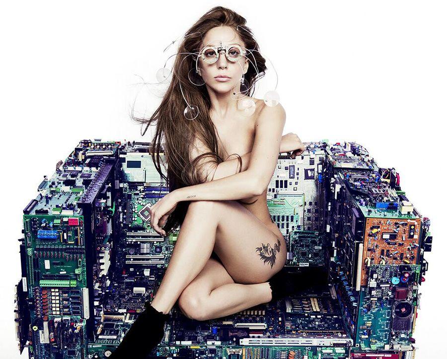 Lady Gaga posa nua para promover single do ARTPOP / Divulgação/Twitter