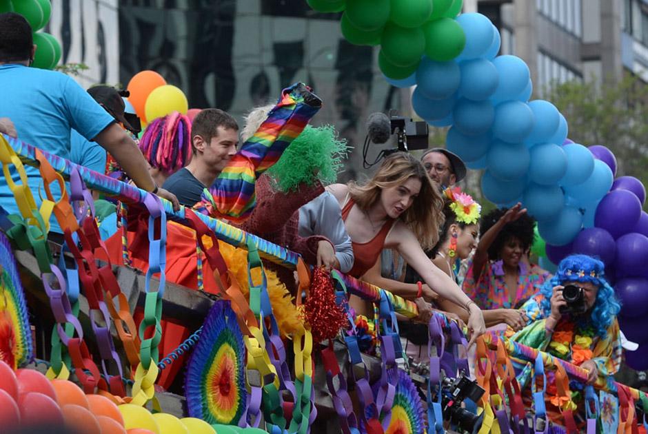 Famosos curtem Parada Gay em São Paulo