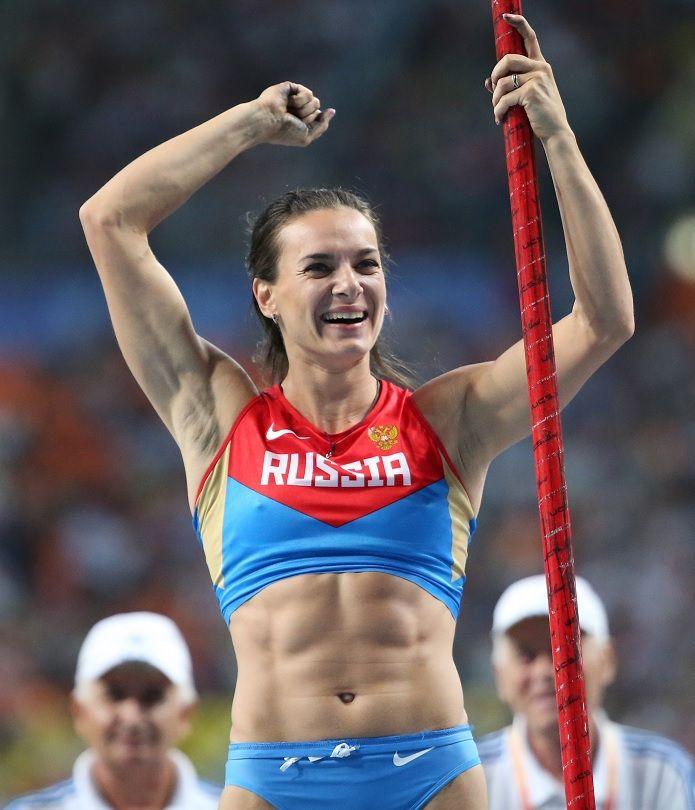 Isinbayeva celebra conquista da medalha de ouro / Franck Fife/AFP