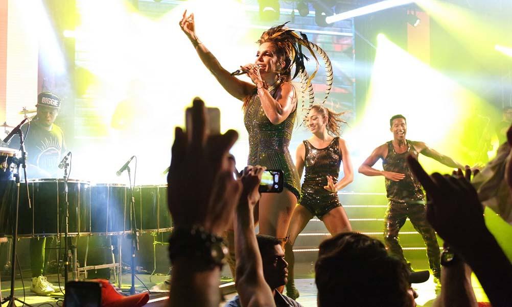 Antes de virose, Ivete enlouqueceu o público em Recife