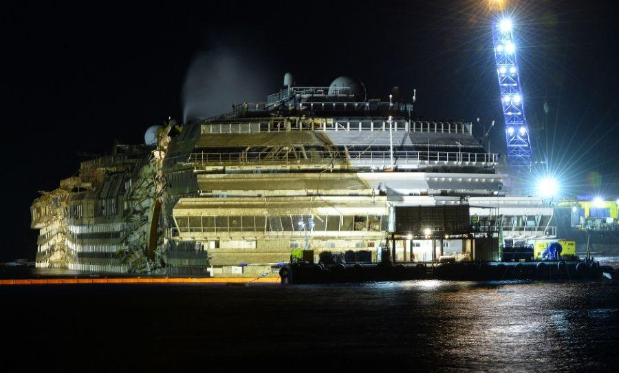Operação para endireitar Costa Concordia foi inédita / Andreas Solaro/AFP