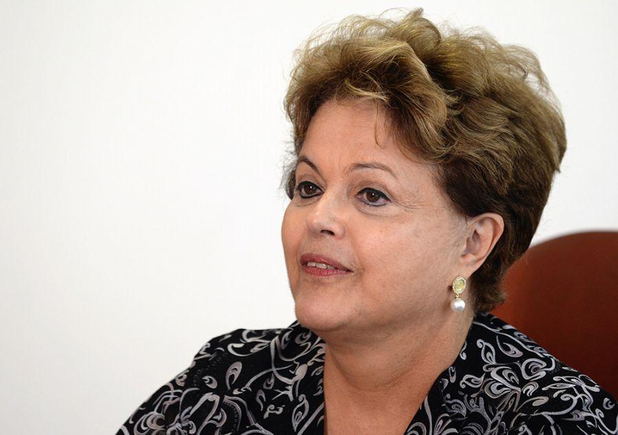 Pelo Twitter, Dilma parabeniza professores